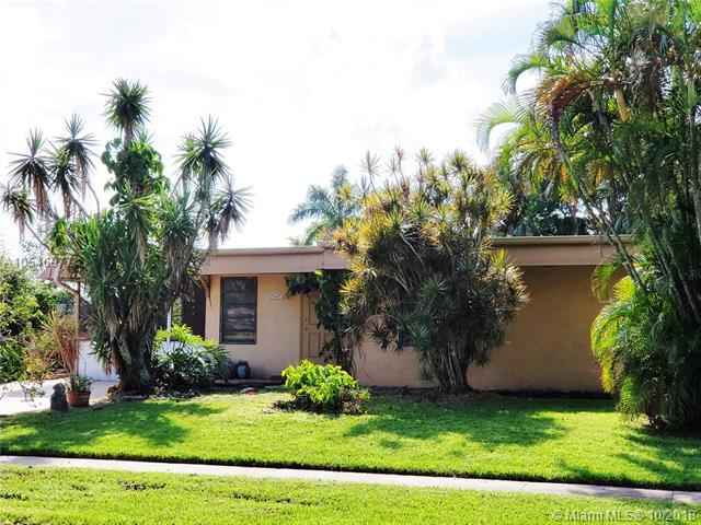 7907 NW 67th Ave, Tamarac, FL 33321 (MLS #A10546977) :: The Riley Smith Group
