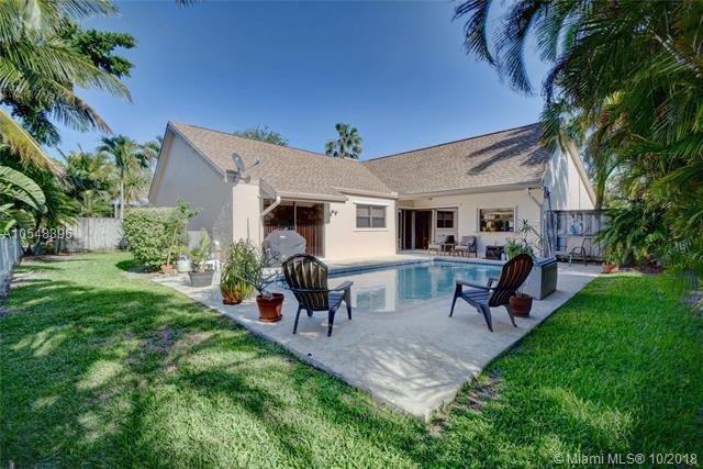 16821 Royal Poinciana Dr, Weston, FL 33326 (MLS #A10548396) :: Green Realty Properties