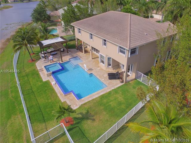 860 Marina Dr, Weston, FL 33327 (MLS #A10548485) :: Green Realty Properties