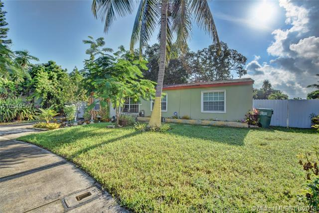 2240 SW 43rd Way, Fort Lauderdale, FL 33317 (MLS #A10549567) :: Green Realty Properties