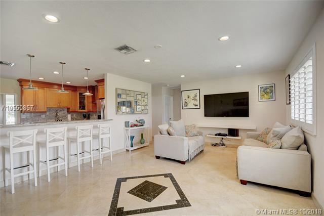 13917 SW 36th Ct, Davie, FL 33330 (MLS #A10550857) :: Green Realty Properties