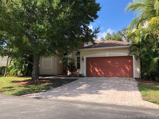 10 Lake Eden Dr, Boynton Beach, FL 33435 (MLS #A10554544) :: Green Realty Properties