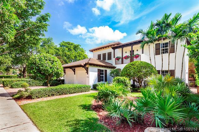 704 Zamora Ave, Coral Gables, FL 33134 (MLS #A10554561) :: The Jack Coden Group