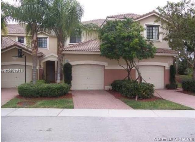 4044 Peppertree, Weston, FL 33332 (MLS #A10556721) :: Green Realty Properties