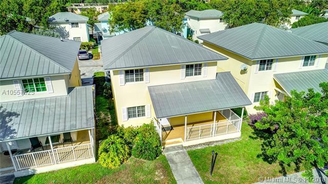 425 NW 19th Ln #20, Miami, FL 33136 (MLS #A10557925) :: Green Realty Properties