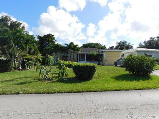 6800 SW 9th St, Pembroke Pines, FL 33023 (MLS #A10558102) :: The Teri Arbogast Team at Keller Williams Partners SW