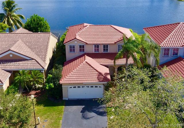 961 Falling Water Rd, Weston, FL 33326 (MLS #A10558655) :: Green Realty Properties