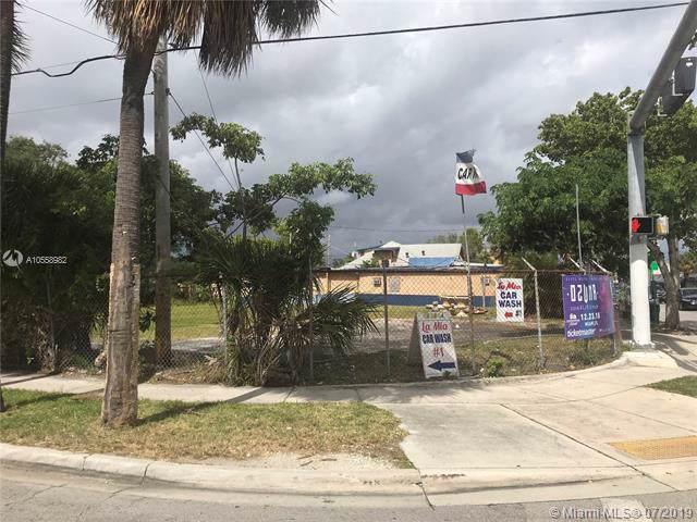 3016 NW 17th Ave, Miami, FL 33142 (MLS #A10558982) :: The Kurz Team