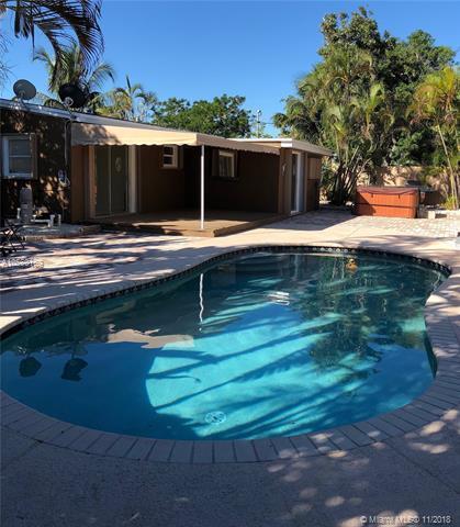 1280 NE 32nd St, Pompano Beach, FL 33064 (MLS #A10560169) :: Laurie Finkelstein Reader Team