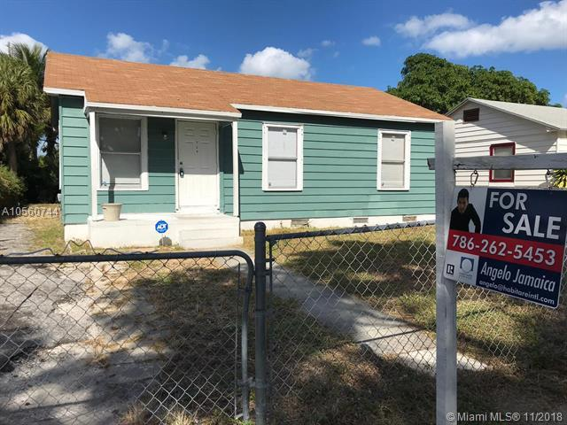 729 57th St, West Palm Beach, FL 33407 (MLS #A10560744) :: Prestige Realty Group