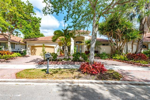2781 Oakbrook Mnr, Weston, FL 33332 (MLS #A10564811) :: The Chenore Real Estate Group