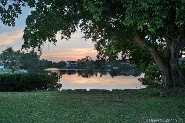 11001 Monfero St, Coral Gables, FL 33156 (MLS #A10567127) :: The Maria Murdock Group
