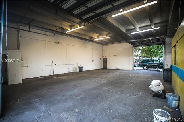 4711 W Hallandale Beach Blvd, West Park, FL 33023 (MLS #A10568717) :: Miami Villa Team