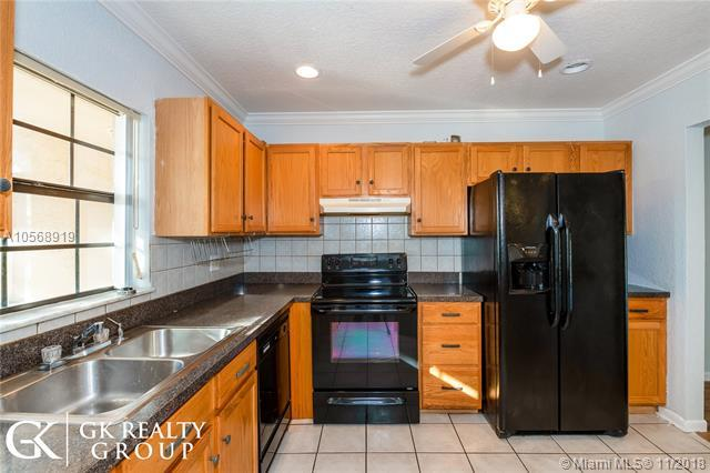 3361 NW 85th Ave #304, Coral Springs, FL 33065 (MLS #A10568919) :: Prestige Realty Group