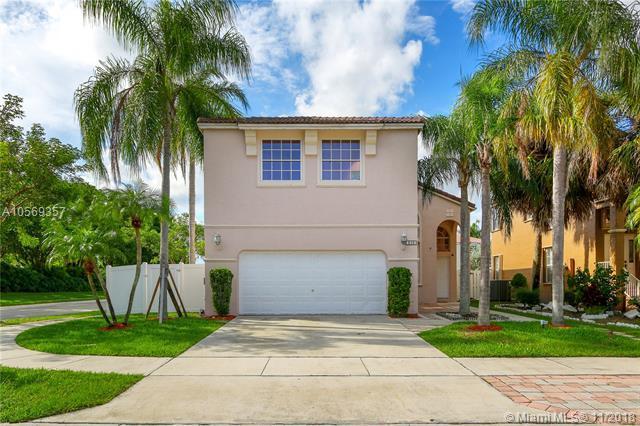 510 NW 157th Ln, Pembroke Pines, FL 33028 (MLS #A10569357) :: Prestige Realty Group