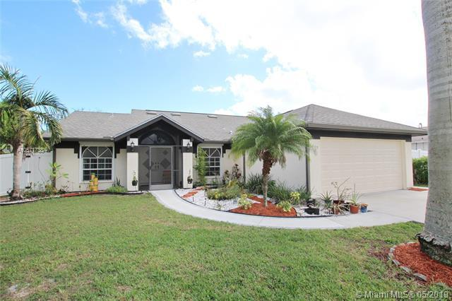 1649 SE Ridgewood St, Port Saint Lucie, FL 34952 (MLS #A10571738) :: The Teri Arbogast Team at Keller Williams Partners SW