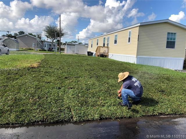 8963 Palm St, Boynton Beach, FL 33436 (MLS #A10572097) :: Green Realty Properties