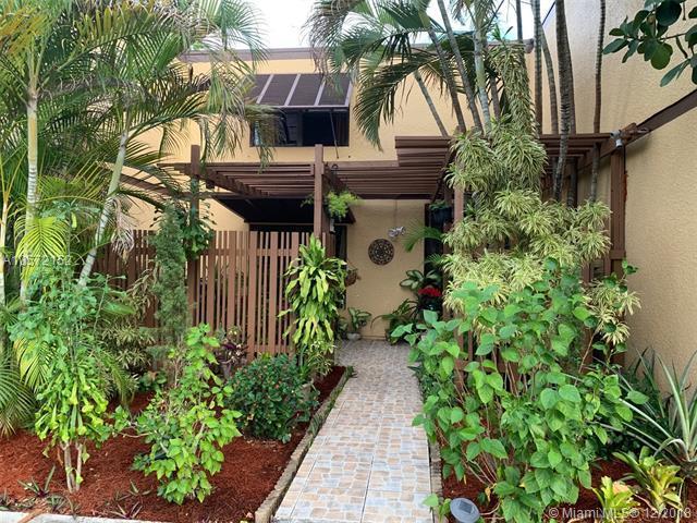1301 W Golfview Dr #1301, Pembroke Pines, FL 33026 (MLS #A10572152) :: Green Realty Properties