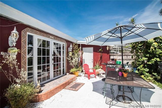 1607 Moffett St, Hollywood, FL 33020 (MLS #A10572979) :: Green Realty Properties