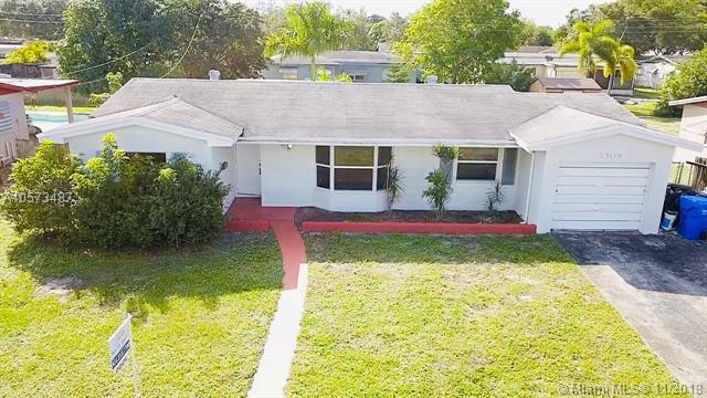 7508 Grant Ct, Hollywood, FL 33024 (MLS #A10573487) :: The Teri Arbogast Team at Keller Williams Partners SW