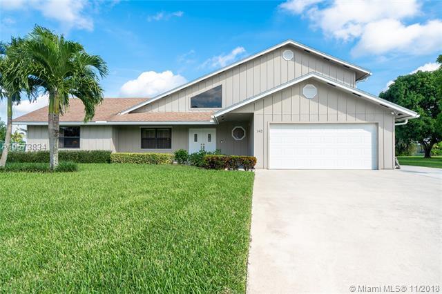 142 Santa Monica Ave, Royal Palm Beach, FL 33411 (MLS #A10573834) :: Miami Villa Team