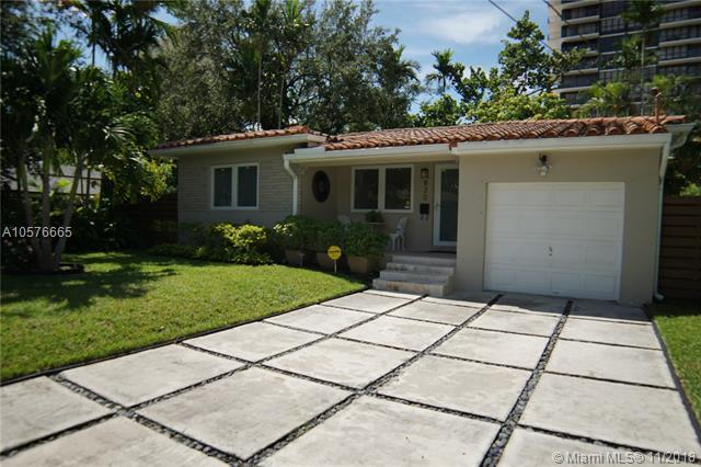 820 NE 70th St, Miami, FL 33138 (MLS #A10576665) :: The Jack Coden Group