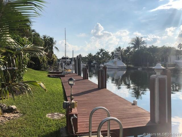 6828 Sunrise Ter, Coral Gables, FL 33133 (MLS #A10577989) :: The Maria Murdock Group
