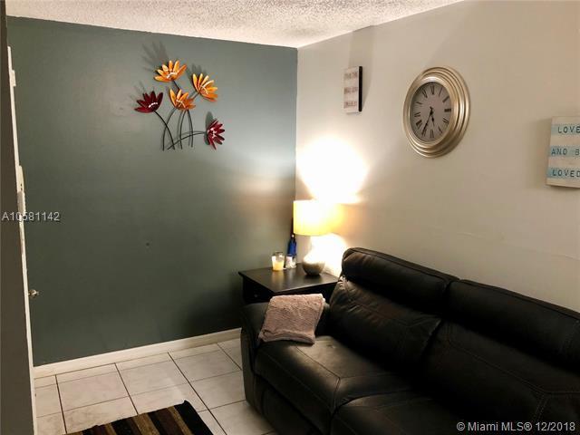 4210 NW 21st St #101, Lauderhill, FL 33313 (MLS #A10581142) :: Miami Villa Team