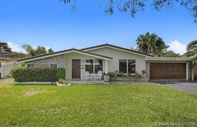 2020 NE 27th Ct, Lighthouse Point, FL 33064 (MLS #A10581290) :: The Teri Arbogast Team at Keller Williams Partners SW