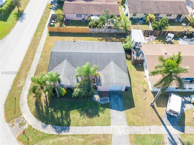 9300 SW 167th St, Palmetto Bay, FL 33157 (MLS #A10582861) :: Grove Properties