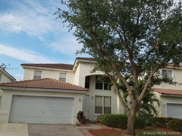 7805 NW 19th Ct, Pembroke Pines, FL 33024 (MLS #A10583133) :: Green Realty Properties