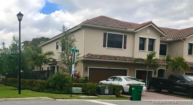 5899 NW 56th Pl #5899, Tamarac, FL 33319 (MLS #A10584204) :: Green Realty Properties