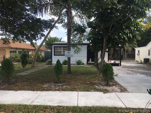 4240 SW 63rd Ave, Davie, FL 33314 (MLS #A10584321) :: Castelli Real Estate Services