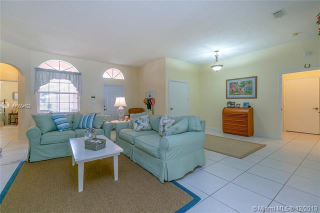 2635 SE 5th Ct, Homestead, FL 33033 (MLS #A10584522) :: Grove Properties