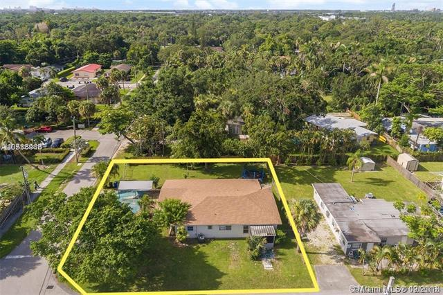 1735 SW 29th Ave, Fort Lauderdale, FL 33312 (MLS #A10588519) :: The Teri Arbogast Team at Keller Williams Partners SW