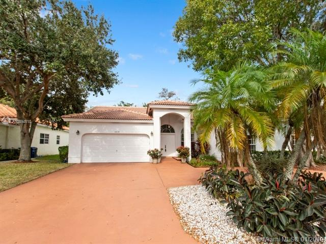 5719 NW 54th Pl, Coral Springs, FL 33067 (MLS #A10594618) :: The Teri Arbogast Team at Keller Williams Partners SW