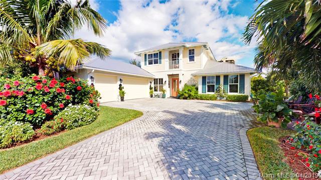 3928 Duneside Dr, Hutchinson Island, FL 34949 (MLS #A10596780) :: The Riley Smith Group