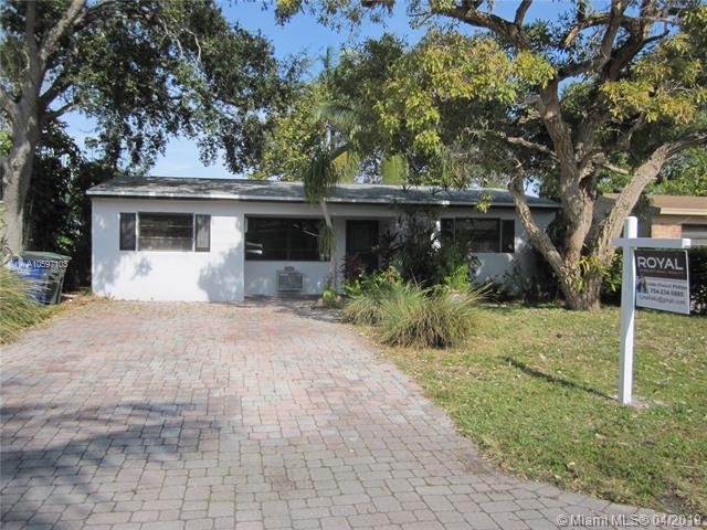 722 SW 10th St, Hallandale, FL 33009 (MLS #A10597103) :: The Paiz Group
