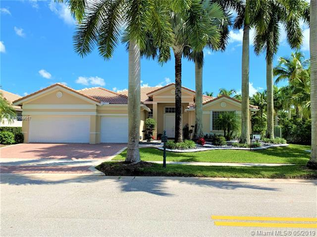 1605 S Victoria Pointe Ln, Weston, FL 33327 (MLS #A10599017) :: The Teri Arbogast Team at Keller Williams Partners SW