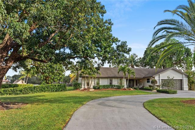 5200 W Saxon Cir, Southwest Ranches, FL 33331 (MLS #A10599534) :: Green Realty Properties
