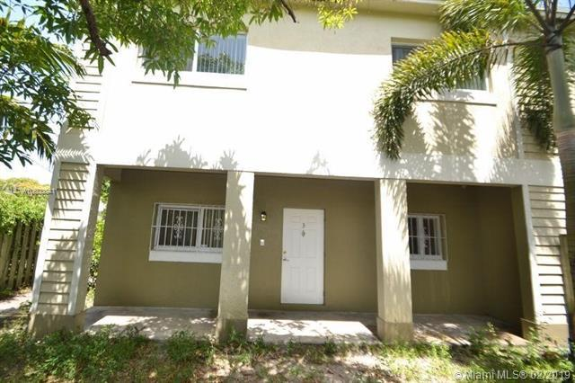 615 NW 10th Ter #3, Fort Lauderdale, FL 33311 (MLS #A10600841) :: The Paiz Group