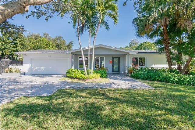 15315 SW 85th Ave, Palmetto Bay, FL 33157 (MLS #A10601470) :: The Adrian Foley Group
