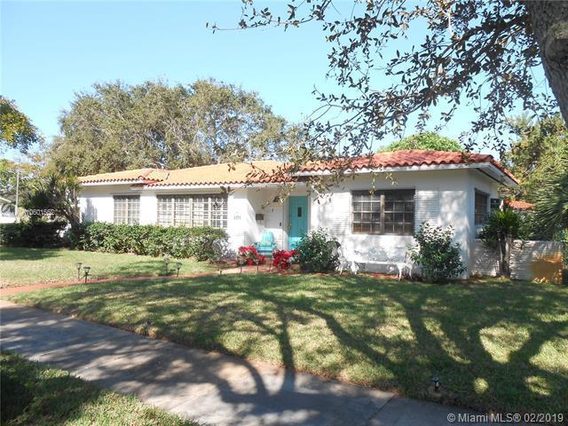 801 NE 98th St, Miami Shores, FL 33138 (MLS #A10601552) :: Castelli Real Estate Services