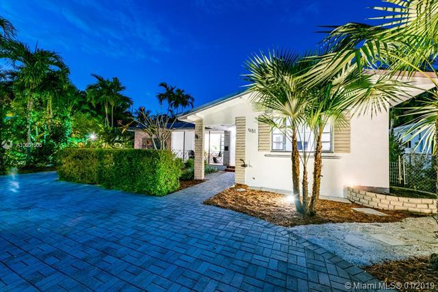 981 NE 73rd St, Miami, FL 33138 (MLS #A10601606) :: The Jack Coden Group