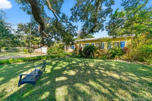 1115 Country Club Prado, Coral Gables, FL 33134 (MLS #A10602445) :: Carole Smith Real Estate Team