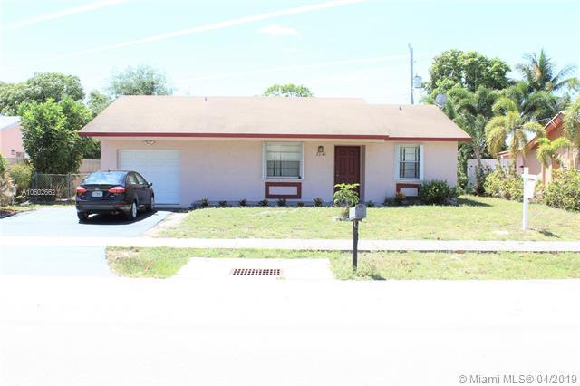 2041 NE 2nd Ave, Pompano Beach, FL 33060 (MLS #A10602662) :: Grove Properties