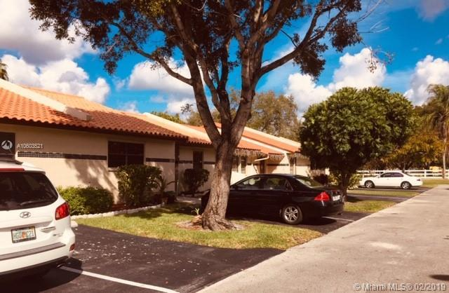 5811 SW 112th Way, Cooper City, FL 33330 (MLS #A10603521) :: Green Realty Properties