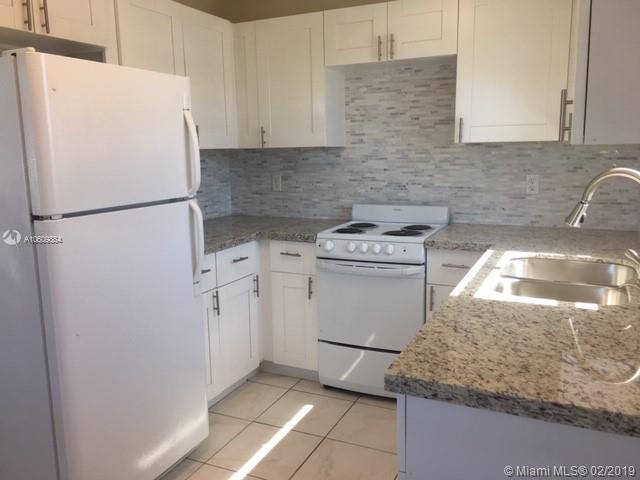 22 SE 3rd Ter #20, Dania Beach, FL 33004 (MLS #A10609864) :: Grove Properties