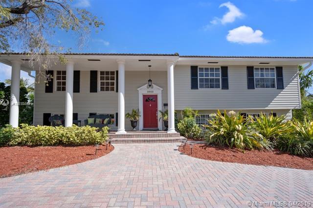 2035 NE 121st Rd, North Miami, FL 33181 (MLS #A10618419) :: Grove Properties