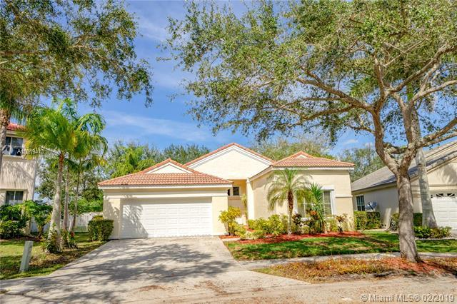 661 Carrington Ln, Weston, FL 33326 (MLS #A10619410) :: United Realty Group